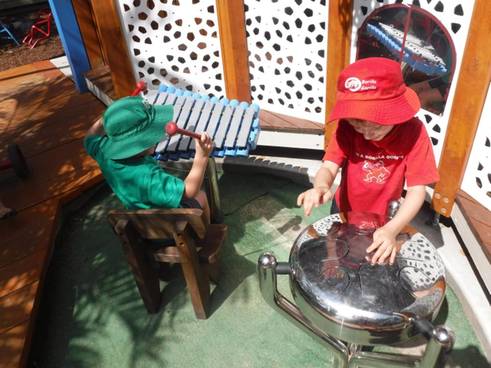 Kids-playing-music